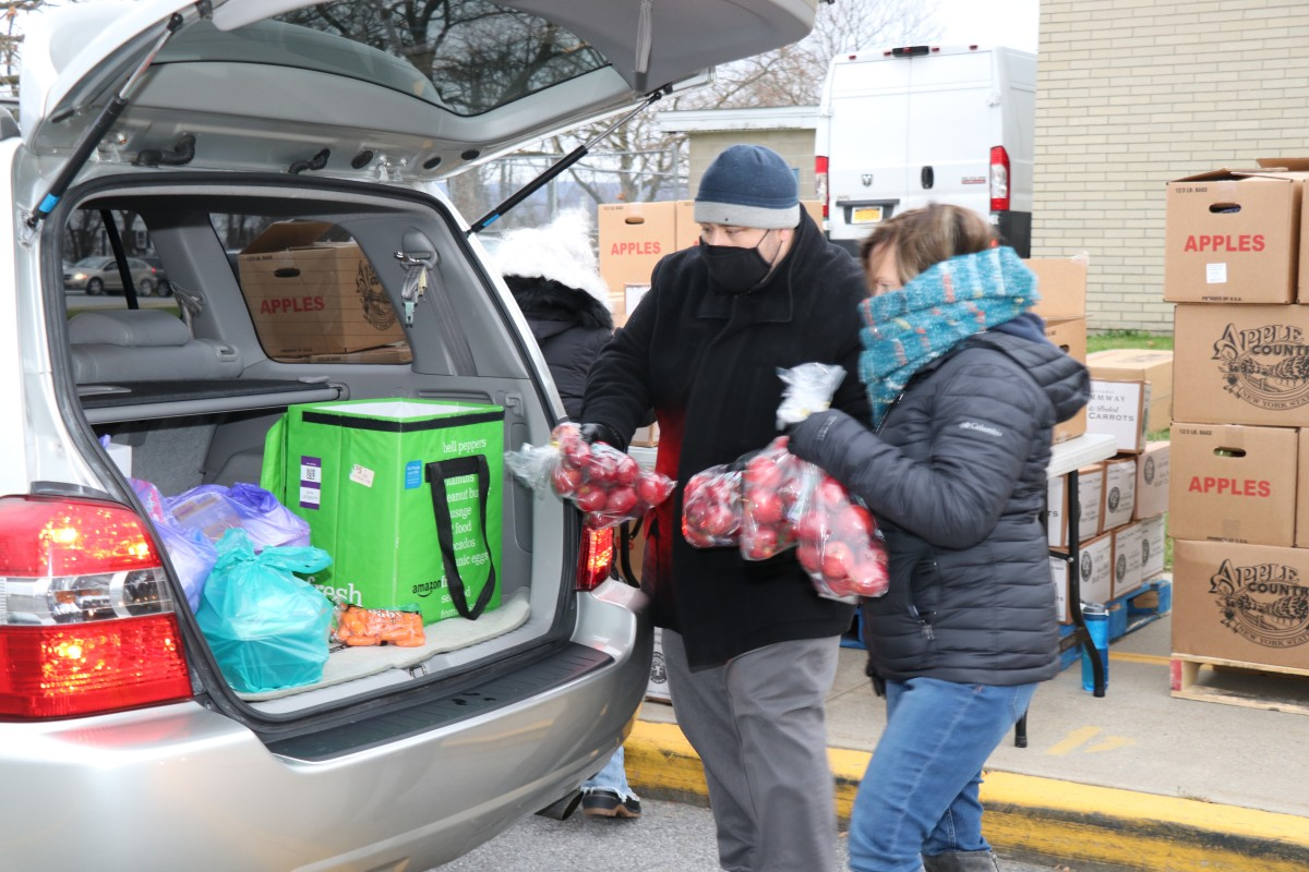 Principal Mr. Scott Prokosch distributes food with volunteer.