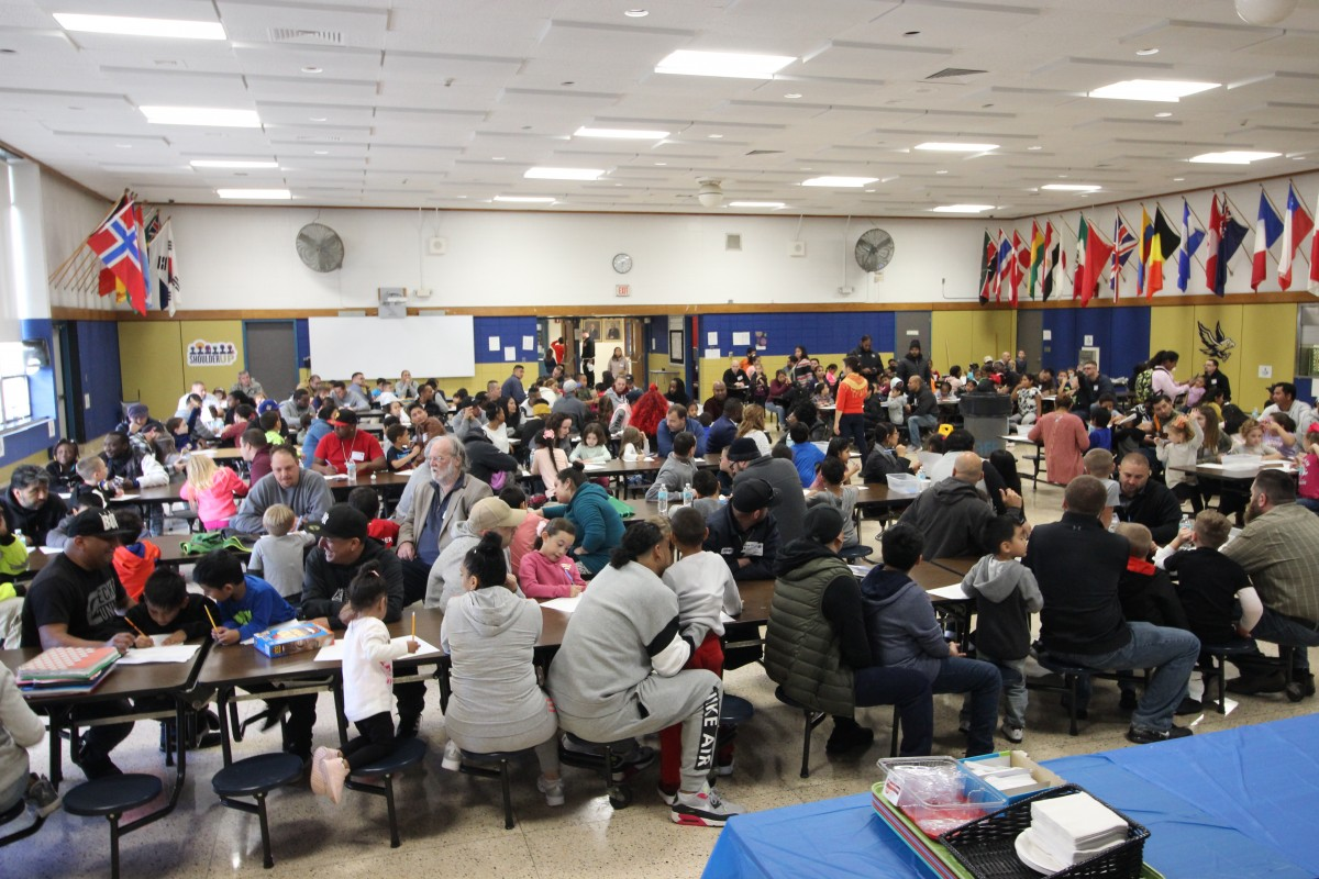 Picture of full cafeteria.