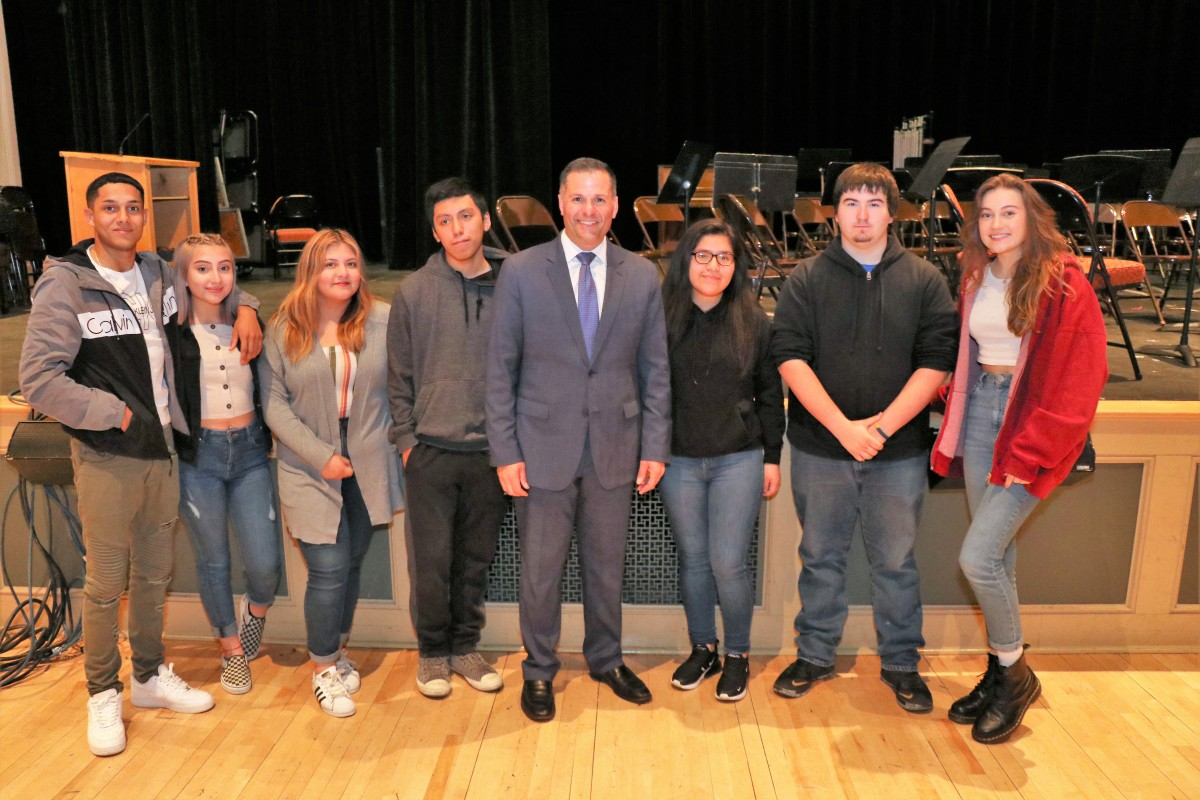Molinaro with group of students who attended the talk.