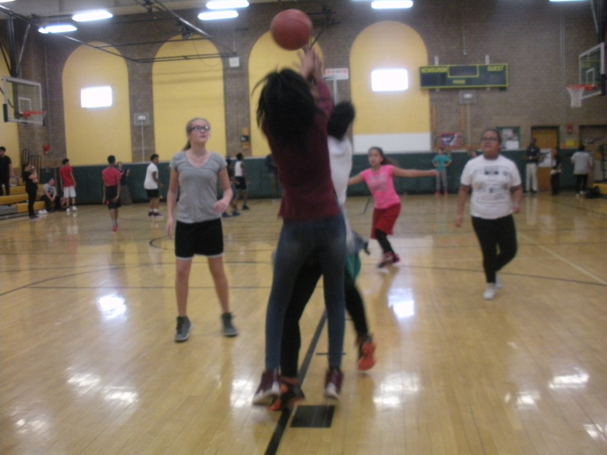 Students participate in 3 on 3 basketball tournament to raise funds for student activities