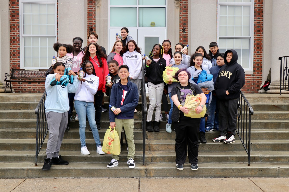 Thumbnail for Heritage Middle School H.O.P.E. Project Makes Another Donation