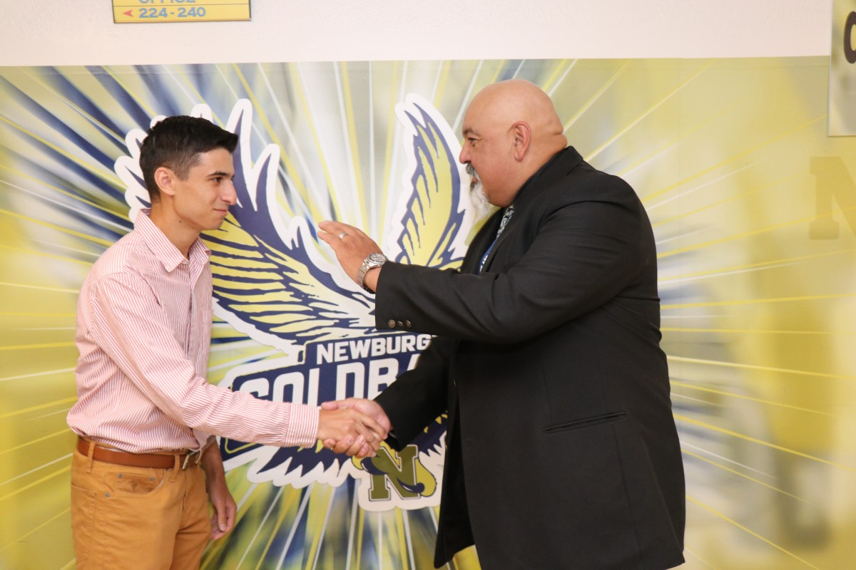 Student shakes hands with principal.